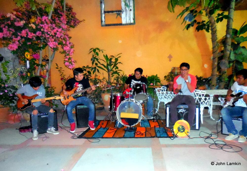 Juan Cristobal, Fidel and their band, Km 1